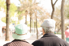 Forever lover (Luis Di Lascio) Tags: barcelona old woman sun men love beach hat walking spring spain couple walk lovers forever