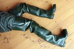 Afternoon in Green. (essex_mud_explorer) Tags: green vintage boots gates rubber thigh hunter waders gummistiefel cuissardes madeinscotland watstiefel coarsefisher
