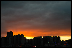 Fiery Skies II (hej_pk / Philip) Tags: sunset sky fire 50mm skies sony jupiter fiery kwangju solnedgång eld gwangju jupiter8 solen sydkorea 50mm75mm sonya5000 dxofilmpack5