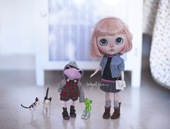 """""""Mommy, this strange pink frog says we can call her Poo, I think she doesn't really know much about her name"""" (_babycatface_) Tags: blythe blythecustom babycatfacedollies babycatface blythedoll custom customblythe customdoll cute cutiepie doll dollphotography dollcustom toy toyphotography takara takaradoll takaratoy wonderfrog wandafrog tasha frog"""