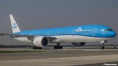 Boeing 777-306ER / KLM / PH-BVR (Vicente Quezada /// Photography) Tags: boeing 777306er klm phbvr scel scl taxing b777 b773 773 777 santiago chile aviacin aviation avgeek civil civilean comercial