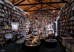 La casa del libro (Livraria do mercado) (galavardo) Tags: panasonic lumix gx80 1232mm libros books bidos portugal