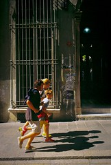 (Etumies) Tags: running runners family streetphotography filmphotography analogousphotography leica leicaphotography italia italy genova genoa liguria ligure