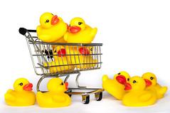 Patitos de Goma. Rubber Ducks (thaisa1980) Tags: yellow toy duck goma ducks shoppingcart amarillo cart rubberducks juguete patito patos carrito patitos compra