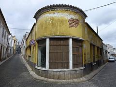 La esquina (John LaMotte) Tags: calle street ventana window windows janela janelas portugal infinitexposure lagos fachada fenêtre ilustrarportugal