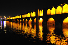 Si-o-Seh Bridge lit up at night in Esfahan / Iran (ANJCI ALL OVER) Tags: iran middleeast persia ایران esfahan isfahan islamicrepublicofiran جمهوریاسلامیایران