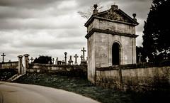 DSC_0713 (La Marquise de Jade) Tags: architecture pierre mort religion route crucifix nuage paysage chapelle chemin orage croix tombe cimetire catholique christianisme prire dcs recueillement recueil
