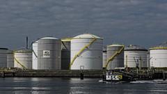 Vopak - 7e Petroleumhaven - Calandkanaal - Port of Rotterdam (F. Berkelaar) Tags: rotterdam nederland nl vopak zuidholland europoort portofrotterdam calandkanaal europoortrotterdam neckarweg opslagtanks 7epetroleumhaven