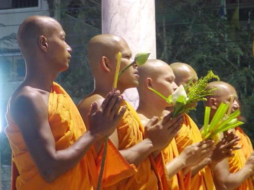ST076 Hua Hin Wat Hua Hin Monks praying