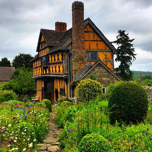The Stokesay gatehouse is just as beautiful as the Castle! #upsticksandgo #stokesaycastle #englishheritage #history #travel #tourist #michfrost #unitedkingdom #exploring