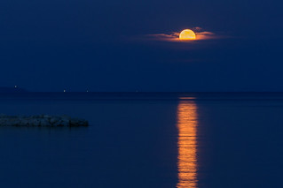 Full Moon rising over the sea