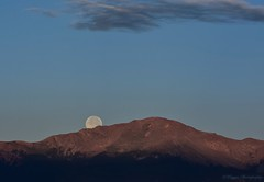 Moon setting over the Front Range (KWinters Photography) Tags: red blue sky flickr colorado landscape nikondigital nikondsl nikkor d7200 nikon frontrange mountains moon