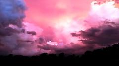 Nuvens de tempestade coloridas ao por do sol (marcusviniciusdelimaoliveira) Tags: nuvens tempestade cores lils sombra chuva entardecer araatuba riotiet