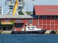 Pilot boat (skumroffe) Tags: pilotboat pilotship lotsbt pilot lots ny57 ship schiff fartyg bt boat thessaloniki greece hellas grekland ellada port hamn harbor harbour greekmacedonia macedonia mellerstamakedonien makedonien