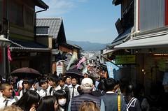 Busy, busy, busy - near Kiyomizu-dera, Kyoto (luckypenguin) Tags: japan kyoto kiyomizu temple kiyomizudera busy street tourists