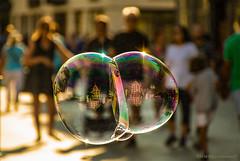 Street: Attimi di vita e bolle di sapone (Borgo Armonico) Tags: street bolledisapone attimidivita bolle gente strada riflesso