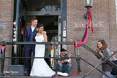 Pril geluk op het bordes van het toen nog bezette Maagdenhuis - Rokjesdag in Amsterdam (Bobtom Foto) Tags: amsterdam martin zomer lente vondelpark bril rokjesdag