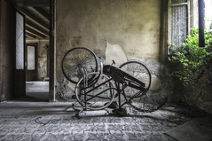 (Oreste Ore Messina) Tags: abandoned decay urbex abbandono singleraw urbanexplorationphotography oresteoremessina orestemessina