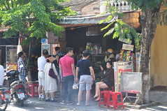 Food queue (Roving I) Tags: travel trees food tourism vietnam hoian phuong dining cafes queues chefs anthonybourdain breadrolls plasticfurniture vietnamesecuisine banmi
