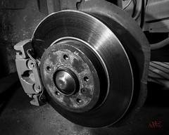 Balatas de automovil (Artemisa0178-Sandra Chvez) Tags: frenos balatas autopartes mecanico caliper