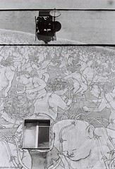 Poznań - ul. Kantaka - mural (damianziel) Tags: fomapan streetphotography streetart polska poland polen poznań poznan analog analogue pentax primelens manualfocus city street art foma bw smcpm50mmf20