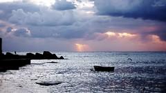 Ho conosciuto il silenzio (Angelo Trapani) Tags: palermo mare barca silenzio atmosfera molo pescatore pesca alba sunrise nuvole pioggia