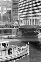 Tri-XPan400 03-88-17 (GDMetzler) Tags: chicagoriver chicago boat willistower summer illinois tourboat tgif