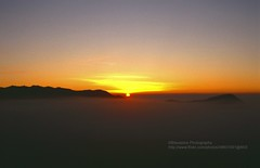 Gunung Bromo, Sunrise over a sea of morning-mist (blauepics) Tags: indonesien indonesia indonesian indonesische east java ostjava gunung bromo mount volcano vulkan meer sea clouds wolken morning mist morgennebel nebel mountain berg sonnenaufgang sunrise sun sonne 1991