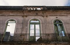 Casaro (Stefan Lambauer) Tags: casaro janelas old abandoned city ruadocomrcio windows velha antiga house stefanlambauer 2016 brasil brazil santos sopaulo br