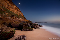 Early Morning on the Beach (renatonovi1) Tags: morning beach sand rocks cliff water sea ocean swell longexposure night nature coast seascape landscape monavale warriewood sydney nsw australia