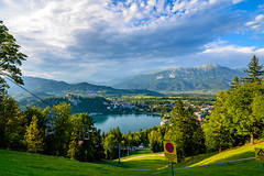 Bled panorama (Enrique EKOGA) Tags: bled blejskojezero lake lakebled slovenia slovenie julianalps hills mountains gorenjska green nature trees bledcastle castle clouds landscape nikon d800e tokina travel uppercarniola skilift houses buildings village water panorama bluesky