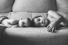 L&C (estersinhache) Tags: childphotography children blancoynegro bw newborn baby family portrait canon5d 50mm