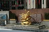 Rockfeller Plaza: la statua (falco di luna) Tags: newyorkcity usa newyork america rockfellerplaza