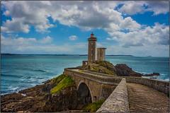 Phare du Petit Minou (jyleroy) Tags: ocean sea mer lighthouse france canon landscape eos rebel brittany europe bretagne atlantic breizh phare finistère atlantique océan 700d pharedupetitminou t5i