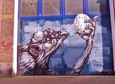 Een van de leuke schepsels op aarde (JosDay) Tags: streetart graffiti delft flickritis flickrgroups flickrstars hollandgraffiti flickrclicks funnycreature happycreature ilovestreetart flickrstargroup devlouw flickrunitedaward flickrunitedgroup sergekortenbroek flickrunofficial leukeschepsels nederlandseflickrfotografen locatiedelft nederlandsegraffiti