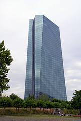 Frankfurt, EZB vom Hafenpark gesehen (HEN-Magonza) Tags: frankfurt hessen hesse germany main ignazbubisbrcke flserbrcke ezbtower ecbtower hochhaus highrisebuilding