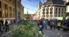 September saturday in Oslo, Norway (JRJ.) Tags: norge norway capital oslo karljohan castle