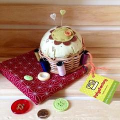 Marrom & verde (Carol Grilo • FofysFactory®) Tags: brasil pin handmade craft pins carolgrilo pincushion alfinete fofysfactory alfineteiro