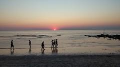 Here goes the sun... (Ezra070) Tags: zon dagzon kijkduin denhaag strand zonondergang 070 smartphone mobieletelefoon mobilephone strandslag7 mobieltje
