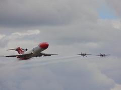 Blades & 2xcel Oil Spill Response (Kylie Stevens) Tags: airshow aer farnborough blades aerobatics 727 boeing727 avgeeks displayteam farnboroughairshow 2xcel 2excel oilspillresponse bladestream lovefarnborough fia2016 farnboroughairshow2016