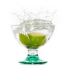plouf (ingridsavary) Tags: highspeed fruit blanc studio eau vitesse fondblanc