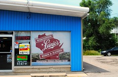 Wisconsin Leiny's (Cragin Spring) Tags: leinys leinenkugal beer piwo bier sign liquor store window door blue building wisconsin wi stoughtonwi stoughtonwisconsin stoughton unitedstates usa unitedstatesofamerica