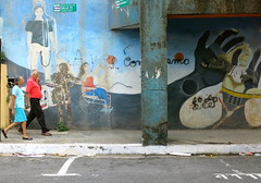 Calle 15 (Alex L'aventurier,) Tags: sanjose costa rica ville city urbain urban art graffiti murale wall mur couple candid color couleurs rue street staionnement parking decay walking marcher mouvement movement