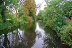 D15610.  Lloyd Park. (Ron Fisher) Tags: water lake pond lloydpark walthamstow e17 london londone17 trees green path pentax pentaxkx tamron tamron18200mm tamronaf18200mmf3563xrdiiildasphericalif park reflections