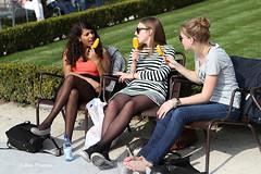Rijksmuseumtuin - Rokjesdag in Amsterdam (Bobtom Foto) Tags: netherlands amsterdam garden martin zomer lente rijksmuseum vondelpark bril rokjesdag
