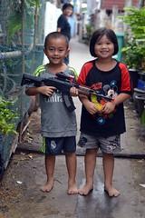 children (the foreign photographer - ) Tags: boy two girl portraits children thailand nikon bangkok rifle plastic bang bua khlong bangkhen d3200 jul102016nikon