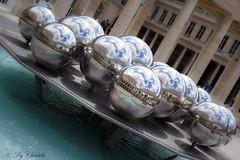 Boules de flipper (christelerousset) Tags: comdie palaisroyal paris boules reflets france reflections art eau water nuages clouds gouttes ball balls flipper