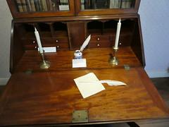 Jane Austen's House (Chimista) Tags: panasonic lumix panasonictz80 chawton hampshire inglaterra rutasliterarias janeausten janeaustenshouse escritura escritorio mueble vela dmctz80