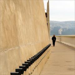 Le Corbusier and R. (me*voil - away) Tags: unitdhabitationmarseille lecorbusier architect building concrete rvf friend diagonal wall jibbr