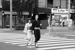 The lovers (pascalcolin1) Tags: tokyo amoureux lovers photoderue streetview urbanarte noiretblanc blackandwhite photopascalcolin yukata japan